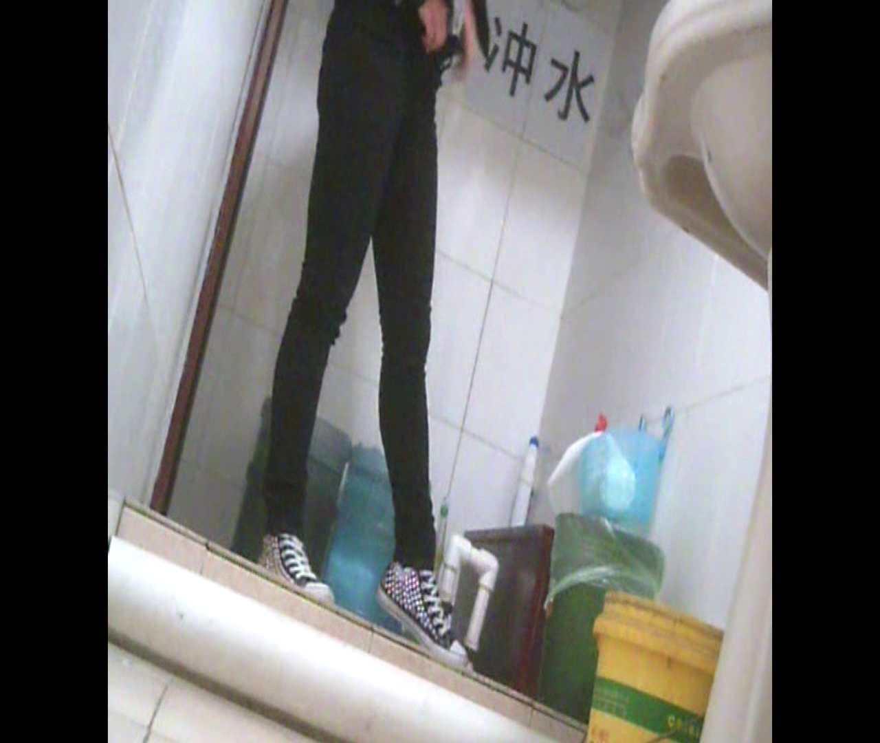 Vol.05 ズボンをはく時の左足! 洗面所 隠し撮りおまんこ動画流出 28pic 20