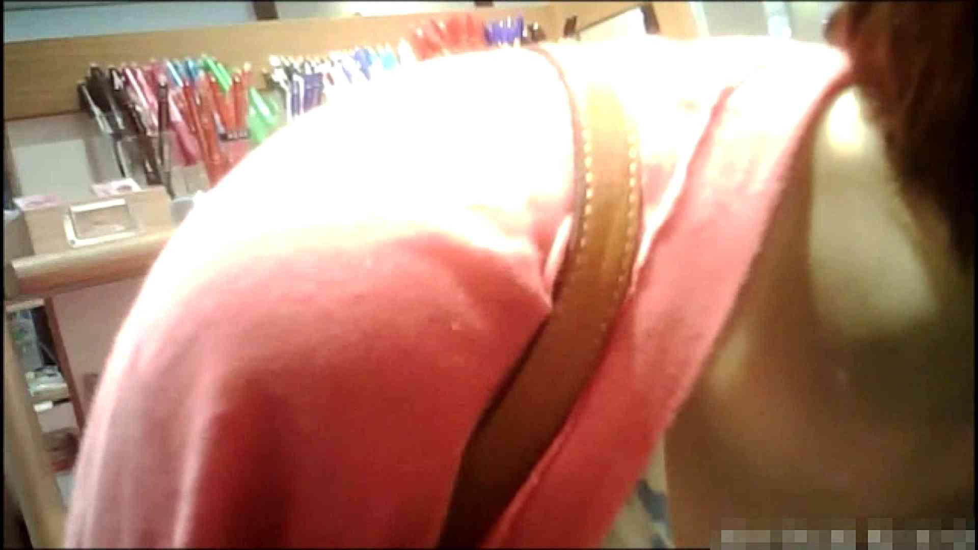 NO.1 普段から胸元がゆるい友達【某ファッションビル内の雑貨屋】 チラ 覗きぱこり動画紹介 102pic 98