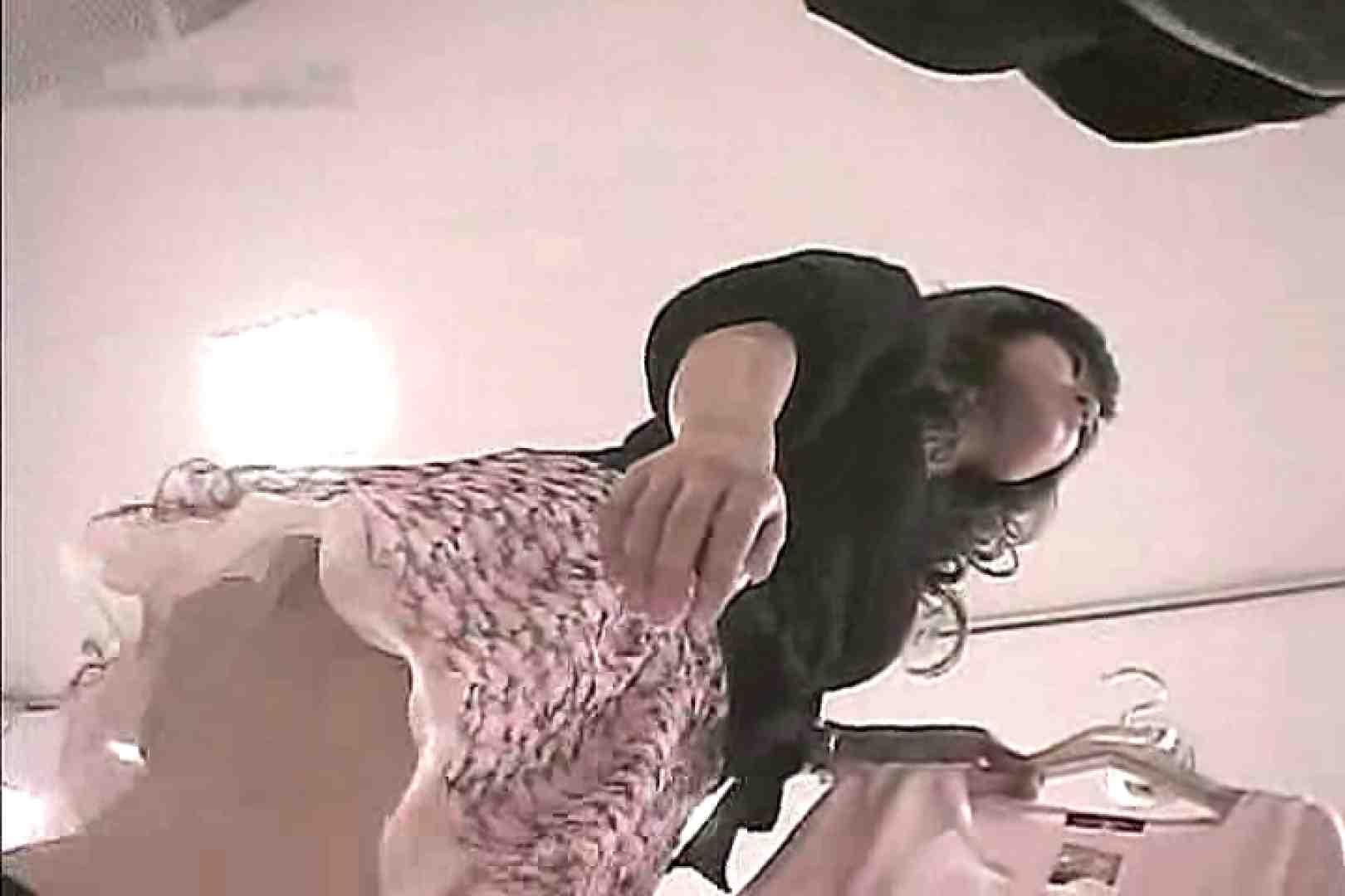 ショップ店員のパンチラアクシデント Vol.7 パンツ大放出 盗み撮りオマンコ動画キャプチャ 80pic 38