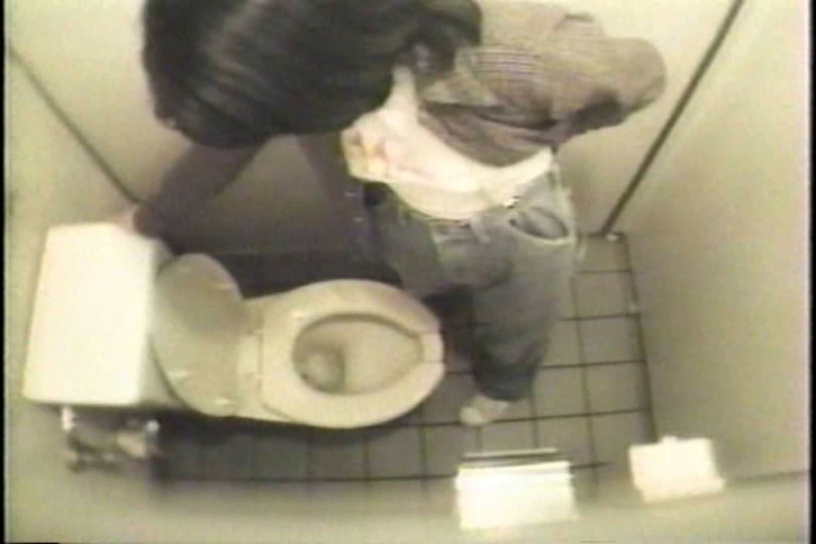 盗撮 女子洗面所3ヶ所入ってしゃがんで音出して 洗面所 盗み撮りAV無料動画キャプチャ 67pic 7