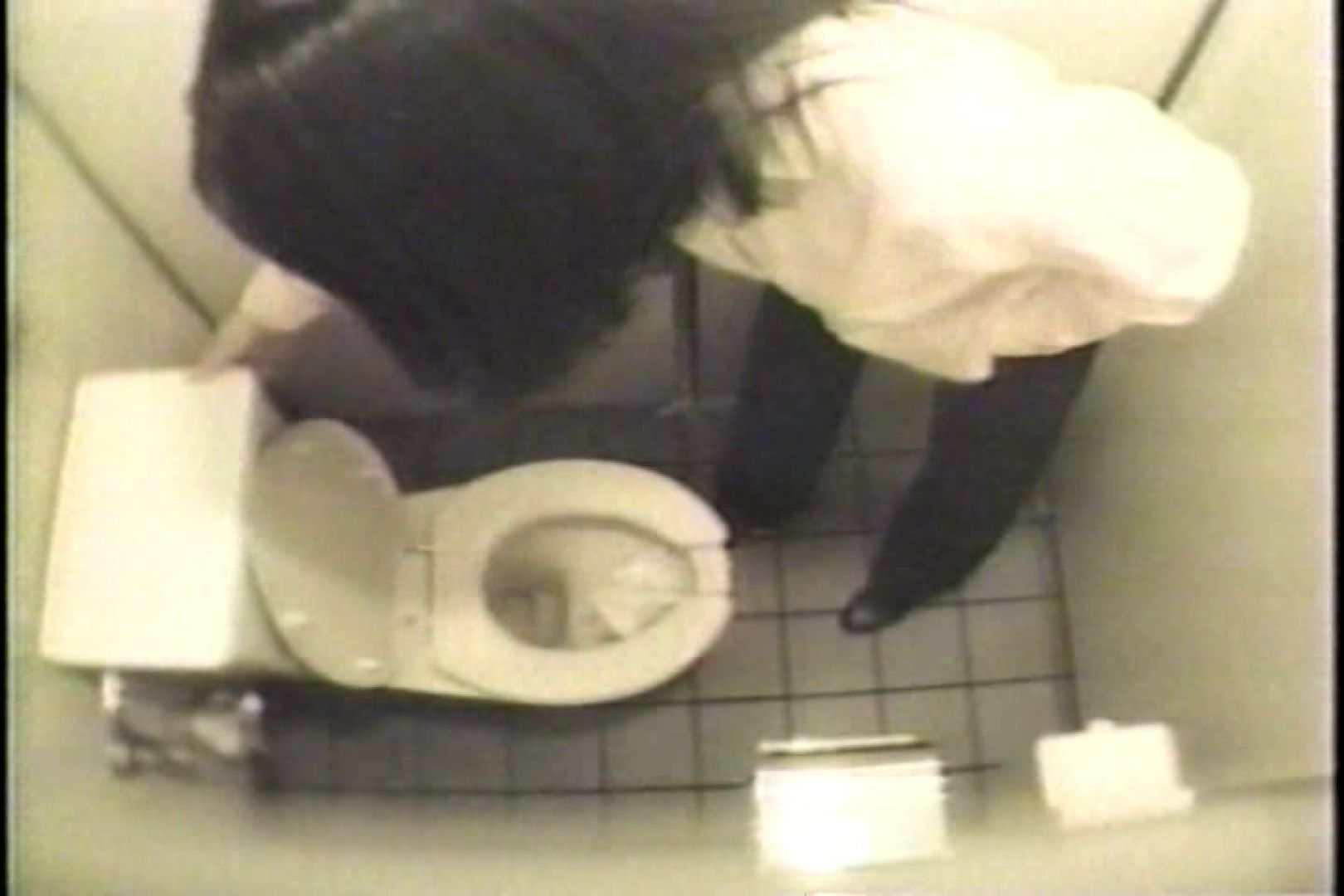 盗撮 女子洗面所3ヶ所入ってしゃがんで音出して プライベート  67pic 44