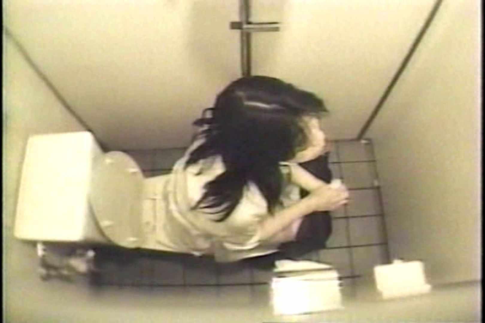 盗撮 女子洗面所3ヶ所入ってしゃがんで音出して プライベート  67pic 48