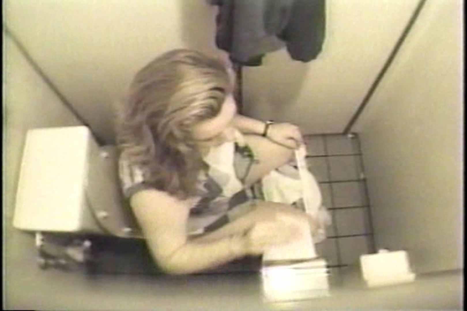 盗撮 女子洗面所3ヶ所入ってしゃがんで音出して 洗面所 盗み撮りAV無料動画キャプチャ 67pic 59