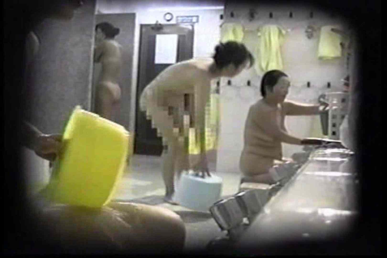 洗面器にカメラを仕込んで洗い場内を移動盗撮 TK-131 盗撮   0  68pic 39